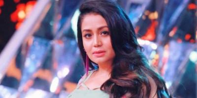 Neha Kakkar Ungkap Ternyata Penyanyi di Film Bollywood Tidak Dibayar