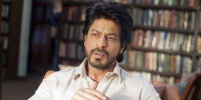 Shah Rukh Khan Sumbang 25.000 APD ke Pemerintah Maharashtra