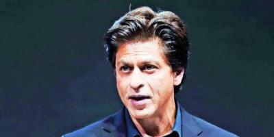 Shah Rukh Khan Desak Semua Orang Bantu Sediakan APD dan Ventilator untuk Pahlawan Kesehatan
