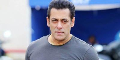 Salman Khan Mengisolasi Diri Setelah Sopir dan Dua Stafnya Positif Terinfeksi Virus Corona