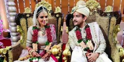Aditya Narayan Resmi Nikahi Kekasihnya Shweta Agarwal di Mumbai