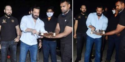 Salman Khan Rayakan Ultah ke-55 di Rumah Pertanian Panvel Bersama Teman dan Keluarga