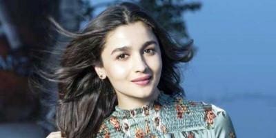 Alia Bhatt Lakukan Tes Covid-19 dan Dinyatakan Negatif