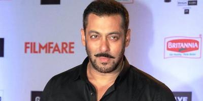 Demi SRK, Salman Khan Tolak Honor untuk Aktingnya di Film Pathan