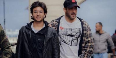 Di Sela-sela Syuting Tiger 3, Salman Khan Nikmati Jalanan Rusia Bareng Keponakan Nirvan Khan