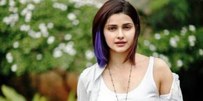 Prachi: Saya TIDAK PERNAH Melihat SRK, Akshay dan Salman Beradegan Cium dan Beradegan Intim di Film