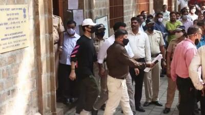 Aryan Khan Gagal Pulang Hari Ini, Penahanan Diperpanjang